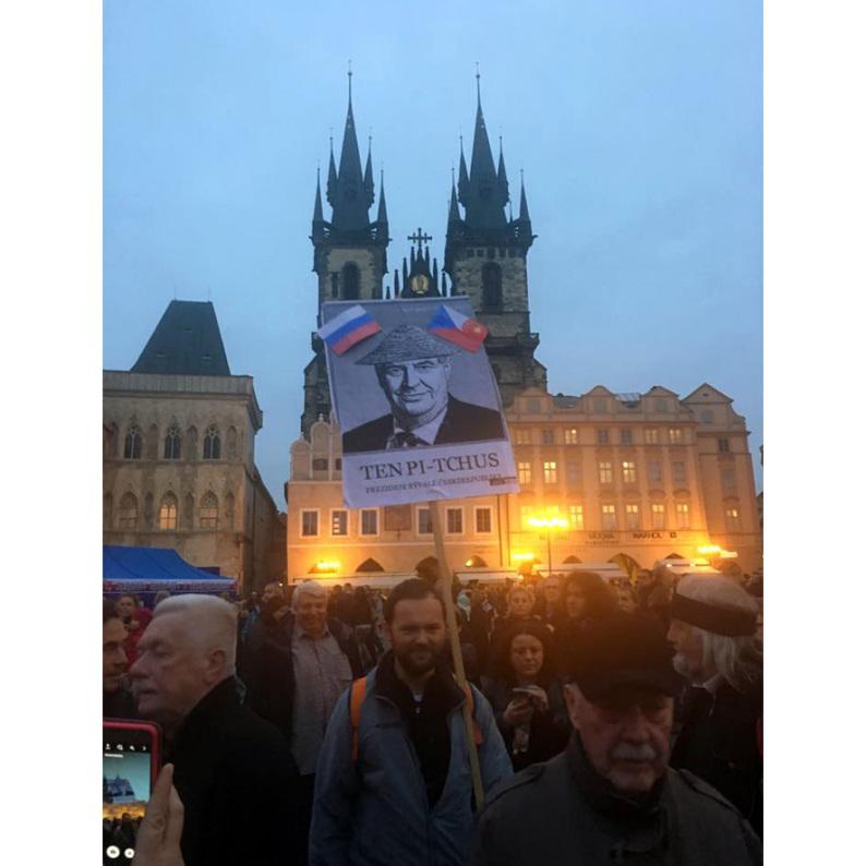 Pater Boemus, humoristicko-vzdělávací magazín, Společnost bratranců Veverkových, Wavrovský, Staroměstské náměstí, státní svátek 28. října 2016